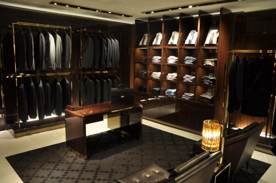 Gucci stores page 4 skyscrapercity for Men s walk in wardrobe