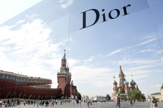 dior-red-square