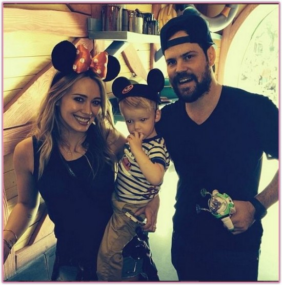 hilary-duff-family-disneyland