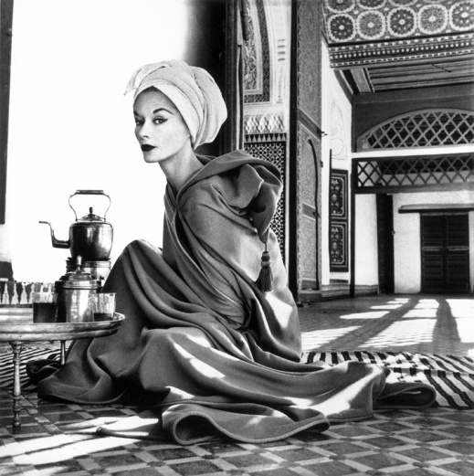 resizedimage519521-Woman-in-Moroccan-Palace-Lisa-Fonssagrives-Penn