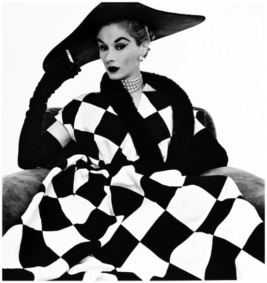 woman-harlequin-dress-lisa-fonssagrives-1950-irving-pennb