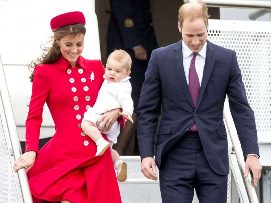 1-Kate-Middleton-in-Wellington-prince-george