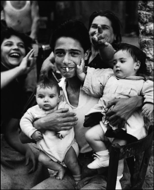 La Corna, The proud Father, Trastevere, Rome, Italy, 1951, © Herbert List - Magnum Photos