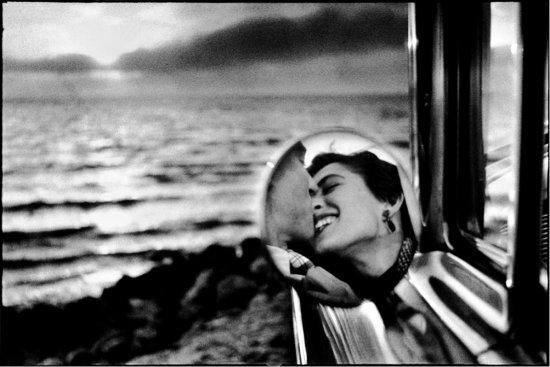 California Kiss, Santa Monica Usa, 1953 © Elliott Erwitt