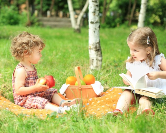 kids-at-picnic