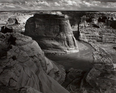 Ansel Adams, Canyon De Chelly National Monument, Arizona, 1947 ca. (stampa alla gelatina d'argento 1952 ca.)  © 2011 The Ansel Adams Publishing Rights Trust, per gentile concessione della Andrew Smith Gallery, Santa Fe, New Mexico