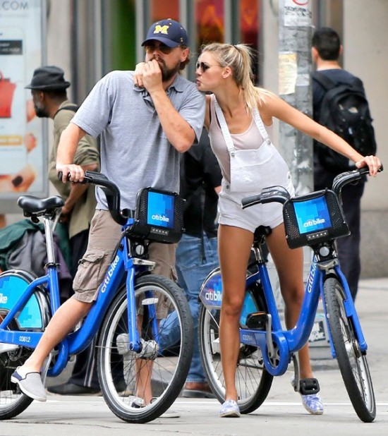 Leonardo-dicaprio-kelly-rohrbach-kissing-02