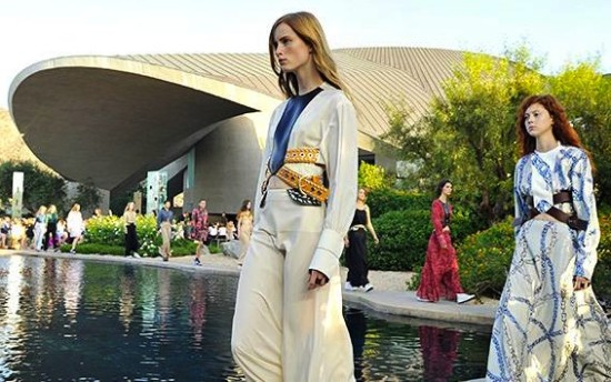 La sfilata resort 2016 di Louis Vuitton a Palm Spring
