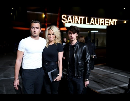 C-pamela-anderson-figli-palladium-ysl-fashion-show-los-angeles