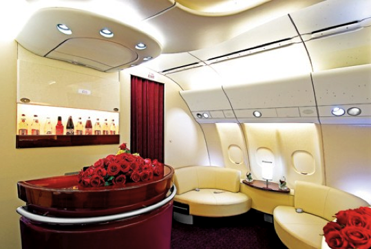 Qatar-Airways-onboard-lounge