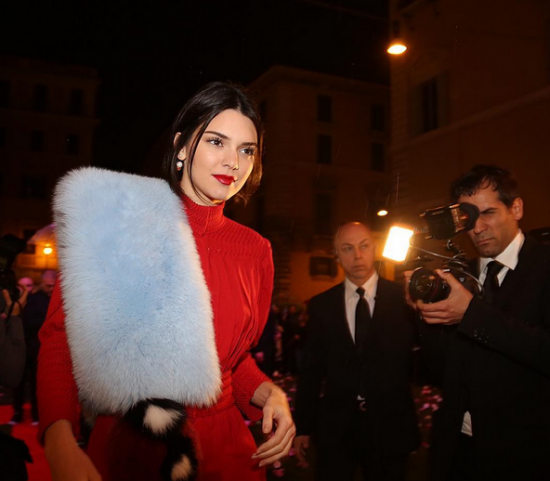 Kendall Jenner arriva al party di Fendi (ph by Vincenzo Grillo)