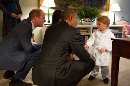 George di Cambridge, quasi 3 anni, stringe la mano al Presidente Obama