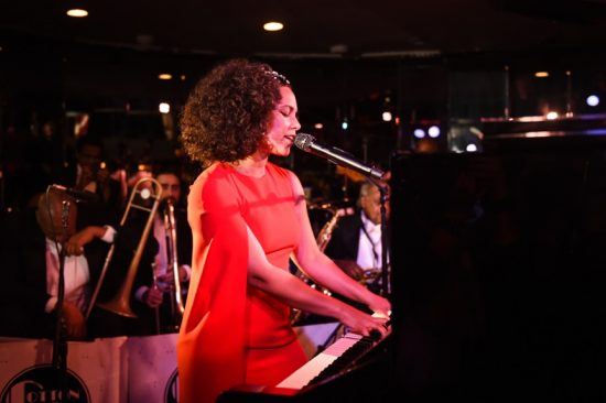 Alicia Keys durante la performance live al Cotton Club di New York